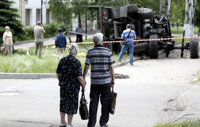 Последствия обстрела аэропорта в Донецке (19 фото)