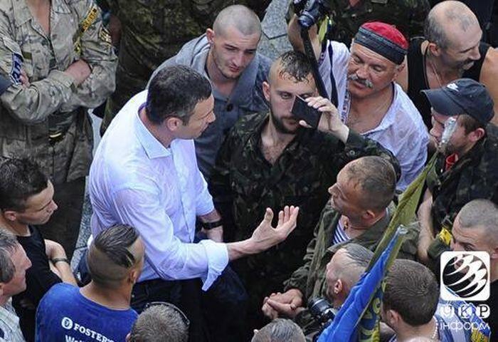 Активисты Майдана отказались разбирать баррикады по требованию Владимира Кличко