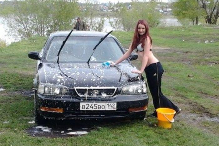 Сэкономила на автомойке (2 фото)