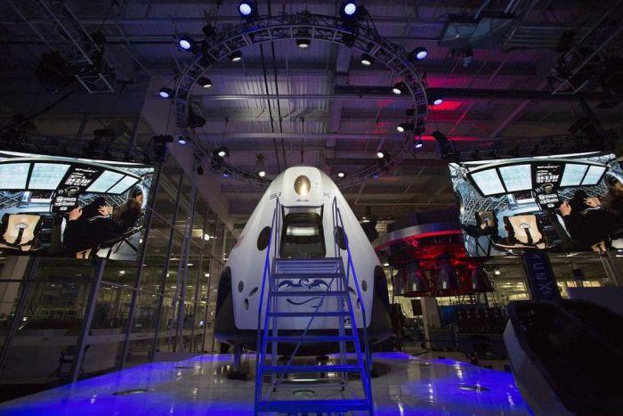 Многоразовый пилотируемый космический корабль Dragon V2 (10 фото)