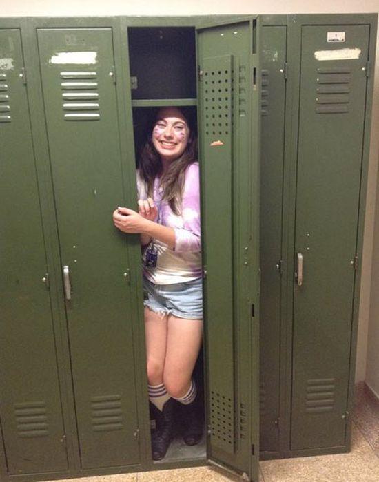 девушка в раздевалке