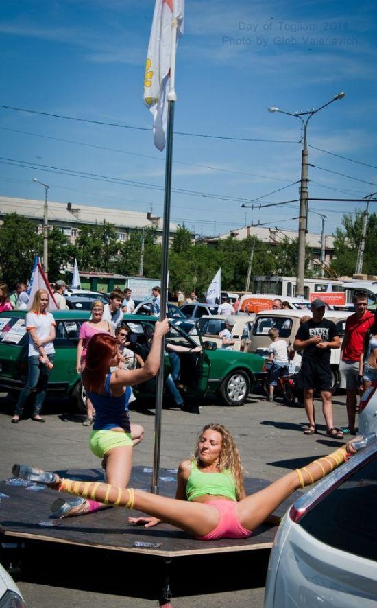 Откровенное представление на День защиты детей в Тольятти (3 фото + видео)