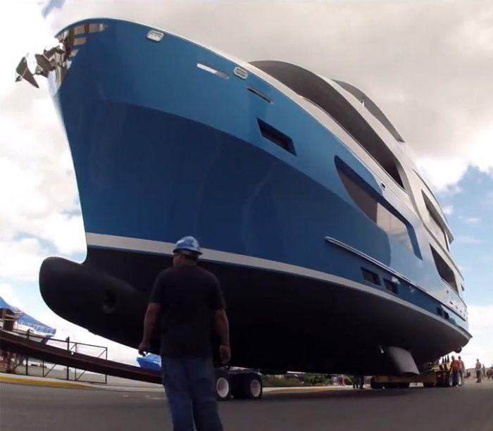 Спуск на воду яхты за 6 миллионов долларов пошел не по плану (11 фото)