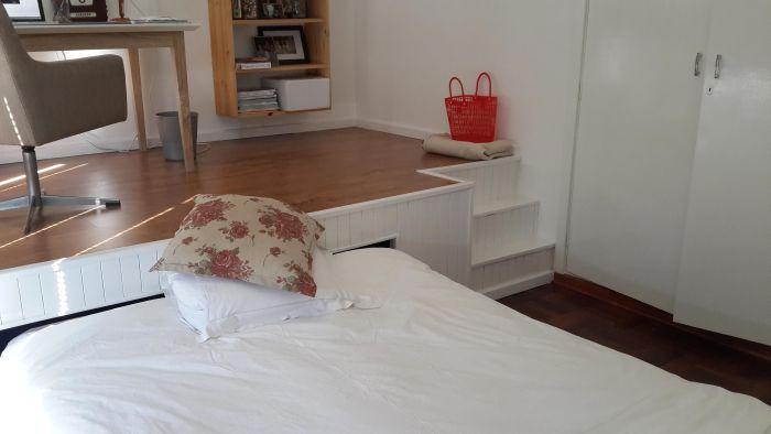 Креативный способ увеличить полезное пространство спальни (31 фото)