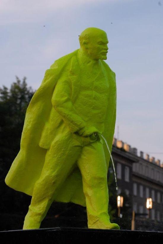 Необычный памятник Ленину в Польше (3 фото + видео)
