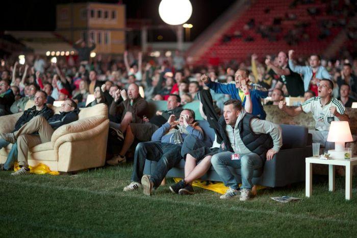 Переоборудование стадиона для комфорта футбольных болельщиков (6 фото)