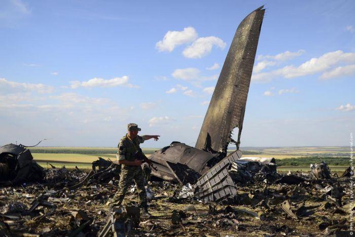 Ил-76, сбитый во время посадки в аэропорту Луганска (4 фото)
