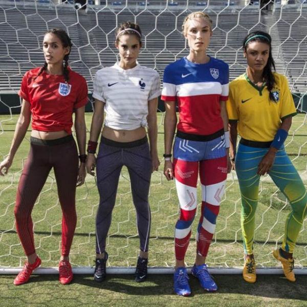 Симпатичные болельщицы футбола со всего мира. Часть 2 (41 фото)