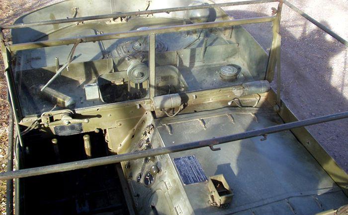 Аукцион военной боевой техники (38 фото)