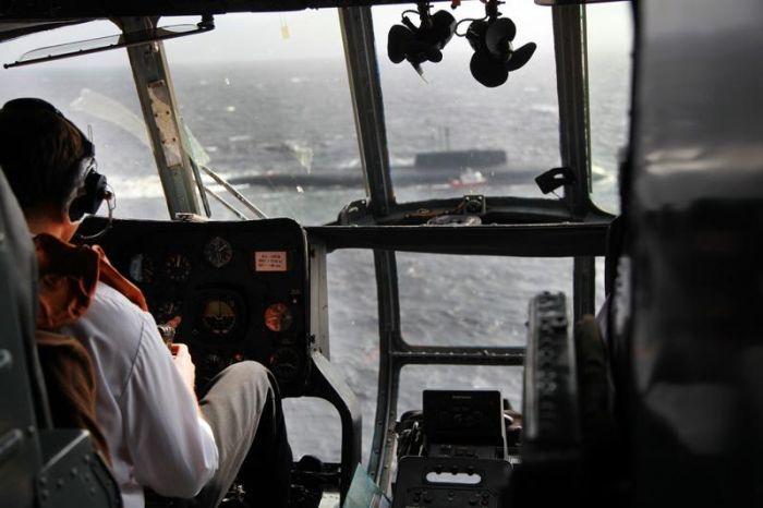 атомная подводная лодка на помощь катеру