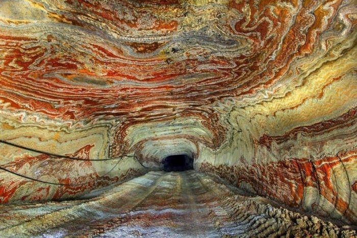 Психоделические узоры пещеры под Екатеринбургом (11 фото)