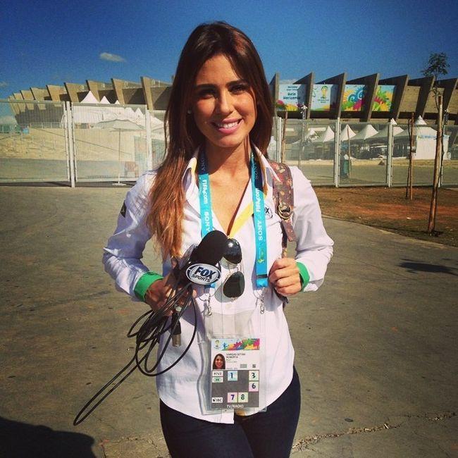 Топ-5 самых привлекательных журналисток Чемпионата мира по футболу 2014 (20 фото)