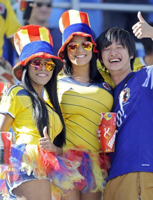 Симпатичные болельщицы футбола со всего мира. Часть 3 (65 фото)