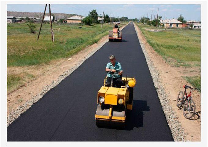 Сельский фермер потратил целое состояние на дорогу (4 фото)
