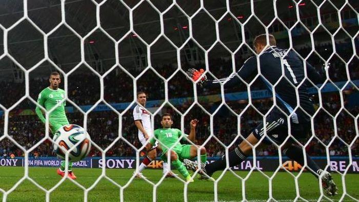 Яркие моменты Чемпионата мира по футболу (40 фото)