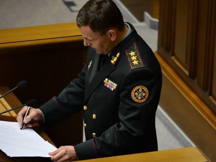 """Новоизбранный министр обороны Украины """"подписал"""" присягу (2 фото)"""