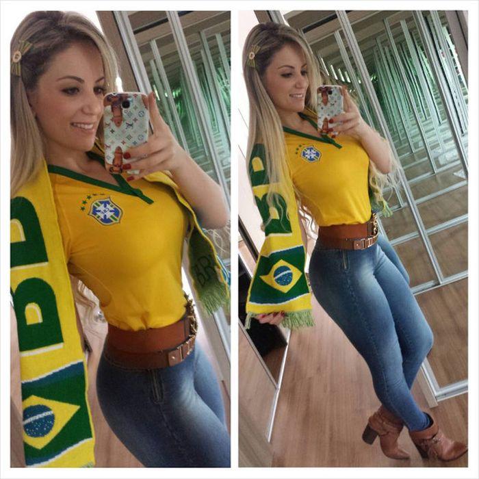 Бразильская футбольная фанатка (38 фото)