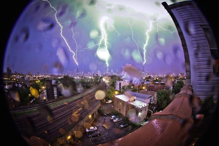 Синхронный удар молний во время шторма в Чикаго (3 фото)