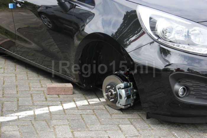 Ограбление голландского автосалона (9 фото)