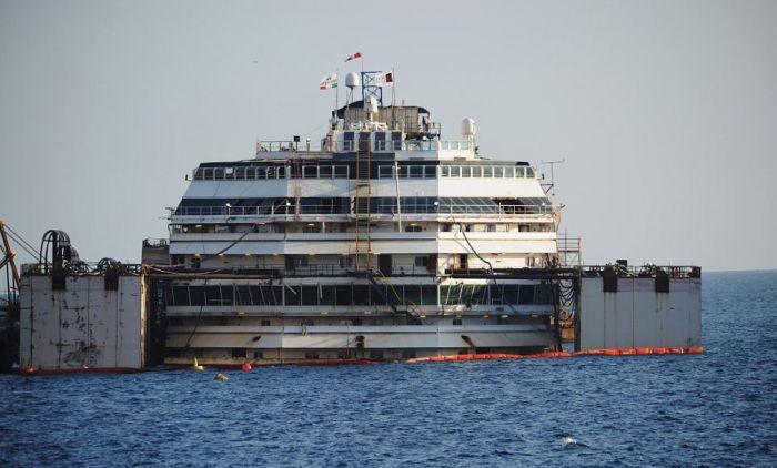 "Внутри океанского лайнера ""Коста Конкордия"" (24 фото)"