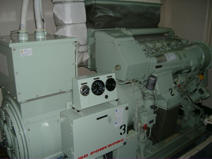 """Машинное отделение танкера """"Olympia"""" (32 фото)"""