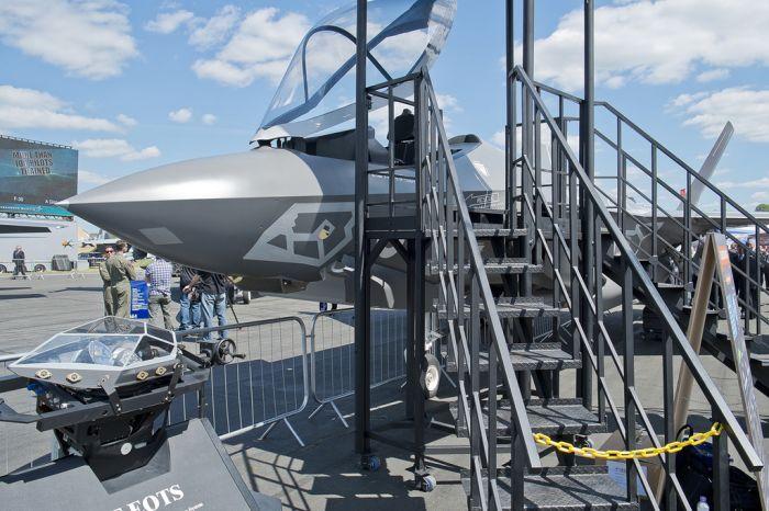 """Новый американский истребитель F-35 на выставке """"Фарнборо-2014"""" (15 фото)"""