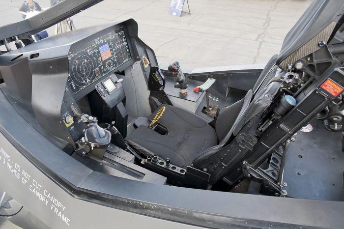 Новый американский истребитель F-35 на выставке