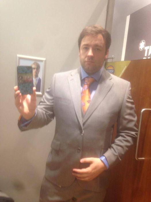 Примерка нового костюма (5 фото)