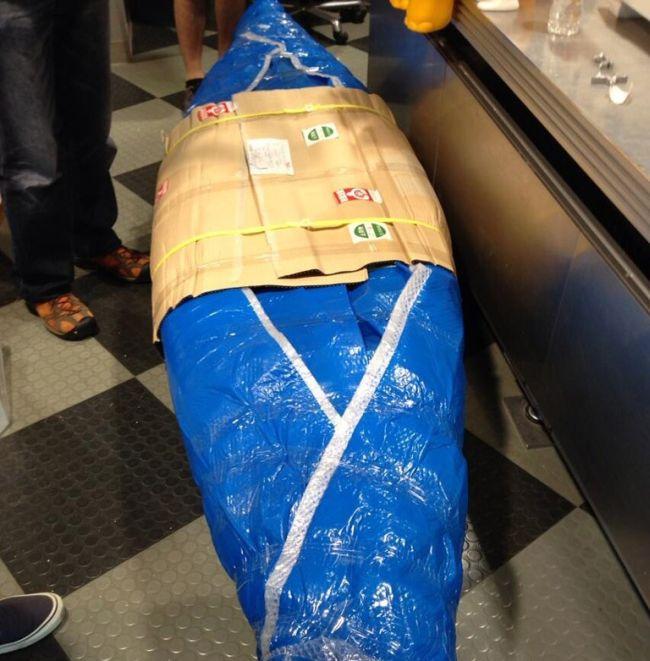 Японка сделала лодку в виде своей вагины (11 фото)