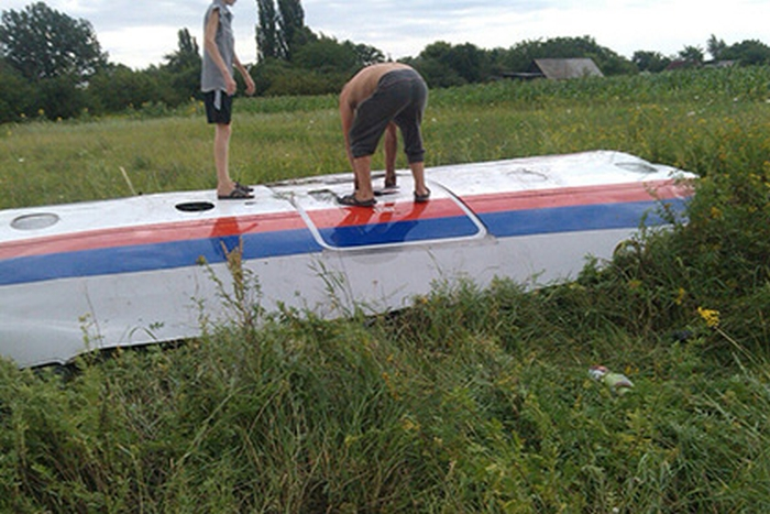 На Украине упал самолет Амстердам - Куала Лумпур (MH370) Малайзийских авиалиний (фото, видео)