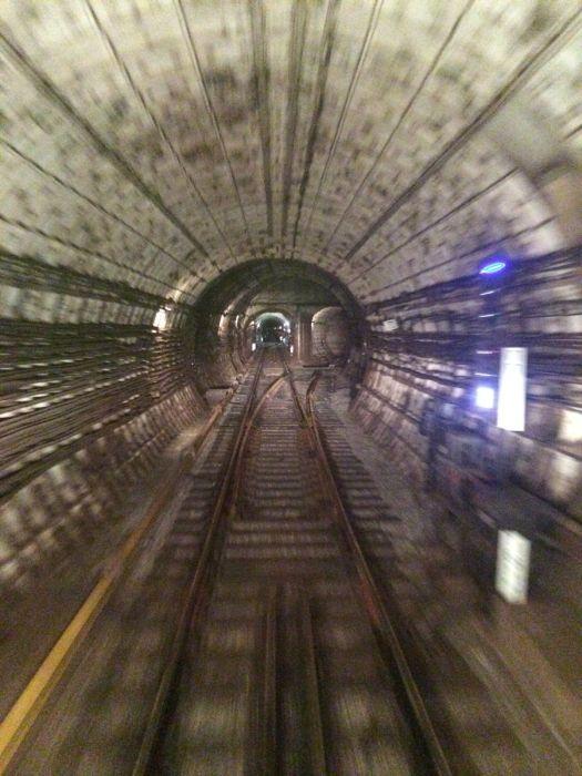 Вероятная причина аварии в московском метрополитене (7 фото)