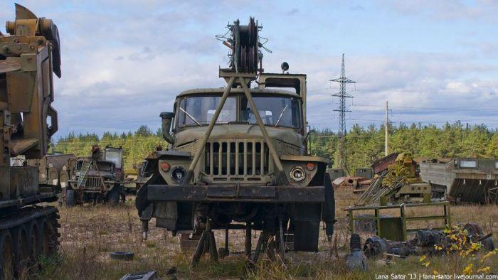 """Кладбище"" военной техники (40 фото)"
