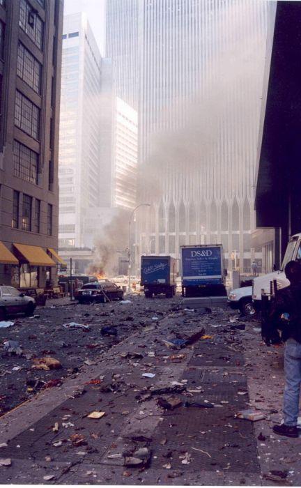 Архивные снимки теракта в Нью-Йорке 11 сентября 2001 года (23 фото)