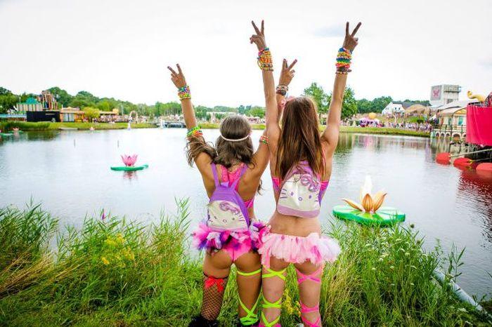 Девушки с музыкального фестиваля (44 фото)