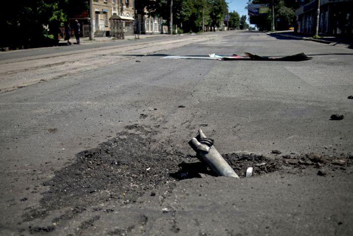 Последствия обстрела Луганска (16 фото)
