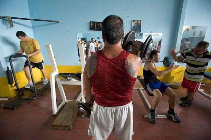 """Экскурсия по тюрьме """"Беллависта"""" в Колумбии (16 фото)"""