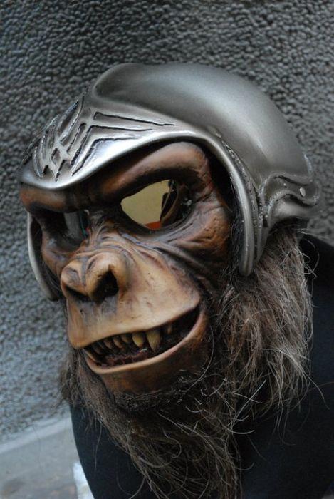 Крутые и страшные мотоциклетные шлемы (30 фото)