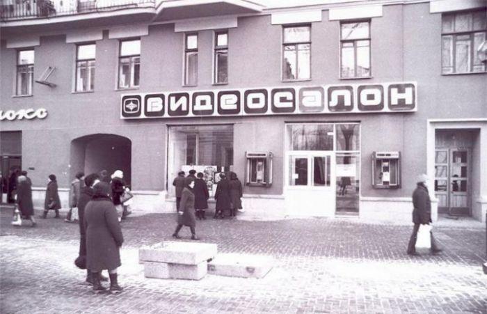 Шедевры кинематографа из первых видеосалонов СССР (44 фото)