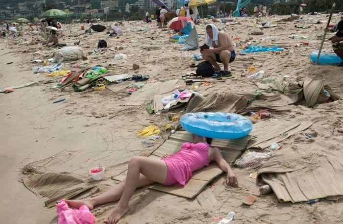 Пляжи Китая, превратившиеся в свалки мусора (16 фото)