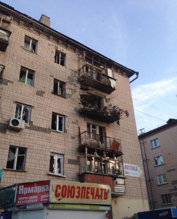 Луганск после боевых действий (44 фото)