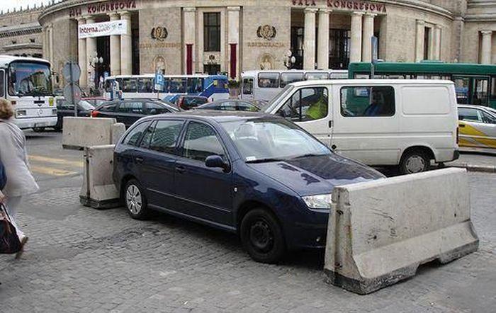 Месть водителям за парковку в неположенном месте (22 фото)