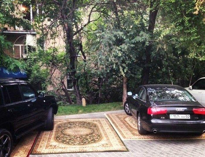 Ковровая парковка для гостей ресторана (4 фото)