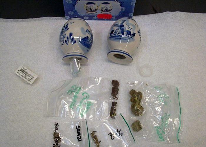 Необычные способы контрабанды наркотиков (23 фото)