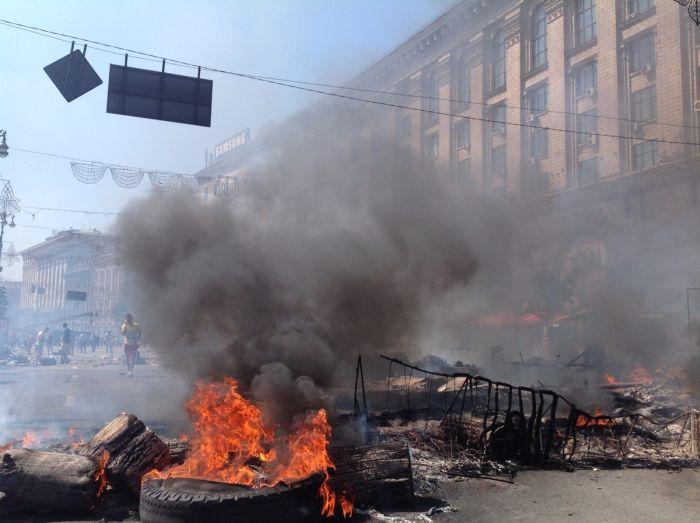 """Зачистка"" Майдана - центр Киева снова в огне (24 фото + 2 видео)"