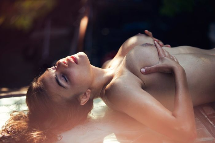 Алина Алилуйкина в откровенной фотосесии (10 фото)