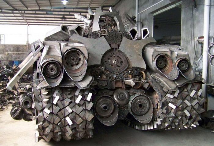 Танк-Мегатрон своими руками (8 фото)
