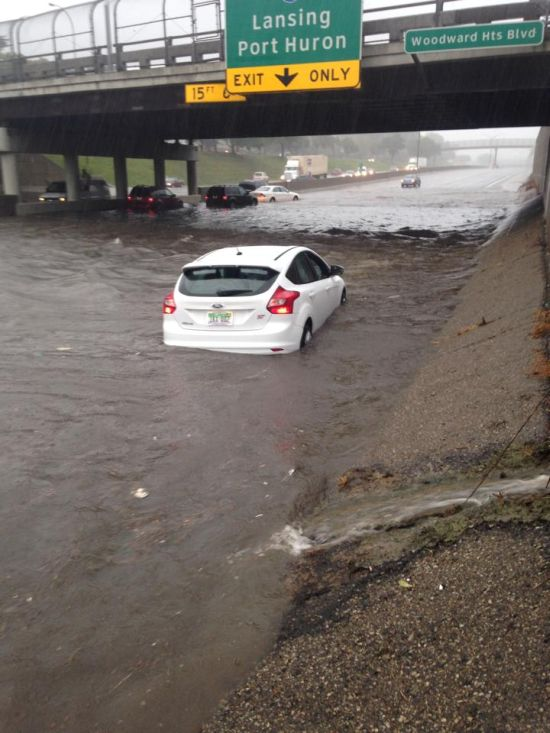 Наводнение в Детройте (8 фото)