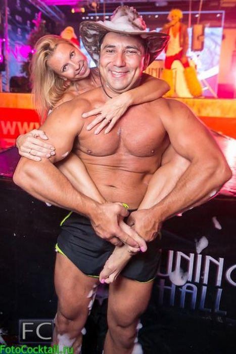 Гламурные посетители российских ночных клубов (30 фото)