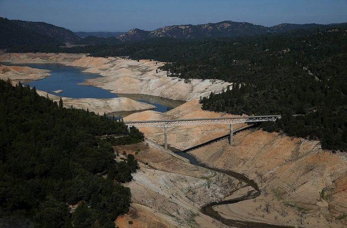 Аномальная засуха в Калифорнии на сравнительных снимках (6 фото)