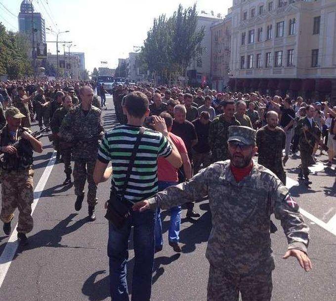 """""""Марш военнопленных"""" в Донецке на день независимости Украины (6 фото + 2 видео)"""